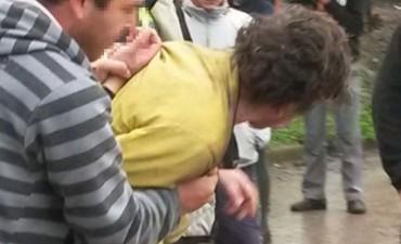 Vecinos atrapan y golpean a violador que intentó abusar de tres nenas en Yerba Buena