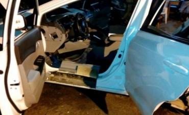 Pasó el auto por el escáner y lo encontraron lleno de cocaína
