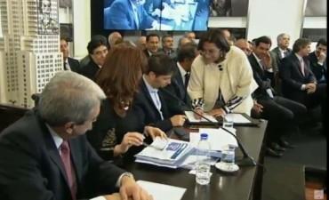 Lucía firmó una nueva prórroga del desendeudamiento