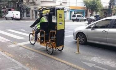 La bici-taxi porteña, ¿nuevo transporte o avivada?