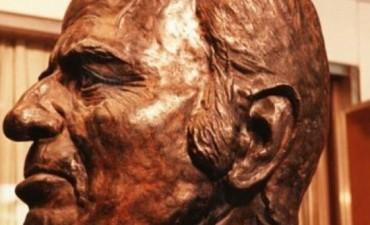 Carlos Menem tendrá una estatua de piedra de 20 metros en Anillaco