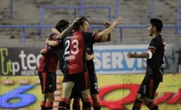 Colón le ganó 2 a 0 a Aldosivi en Mar del Plata en el debut