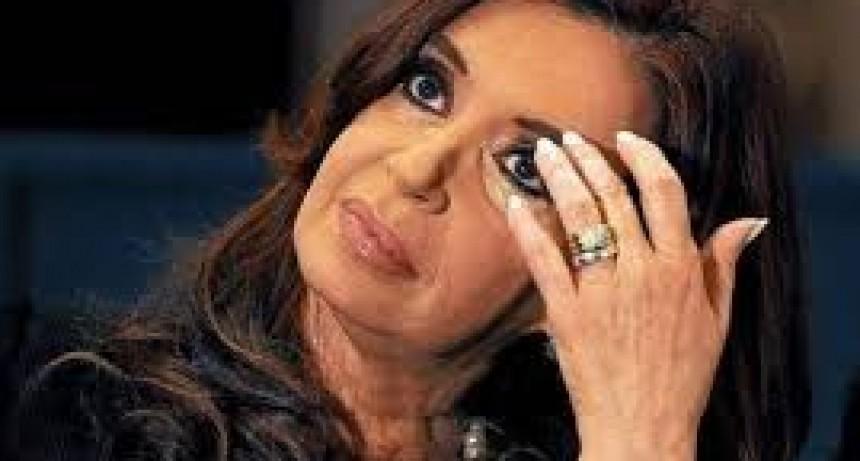 Reapareció CFK firmo a favor del ABORTO y no hablo sobre las detenciones de ex funcionarios K