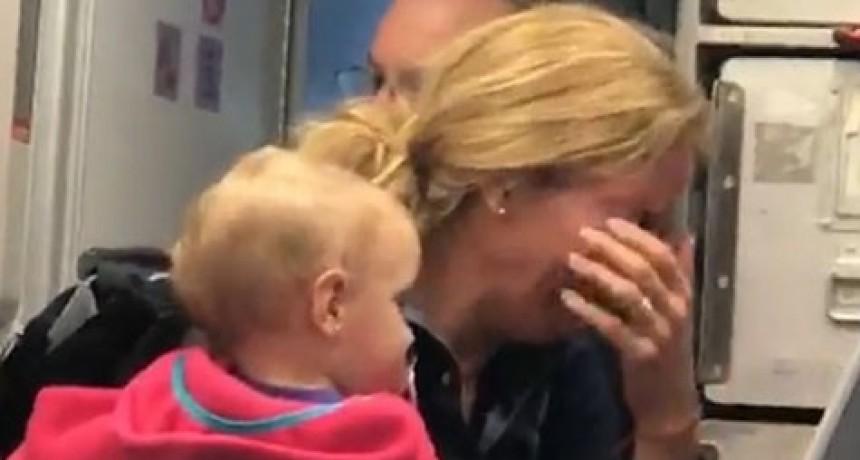 A pesar de tener su bebé en brazos, recibió una brutal golpiza