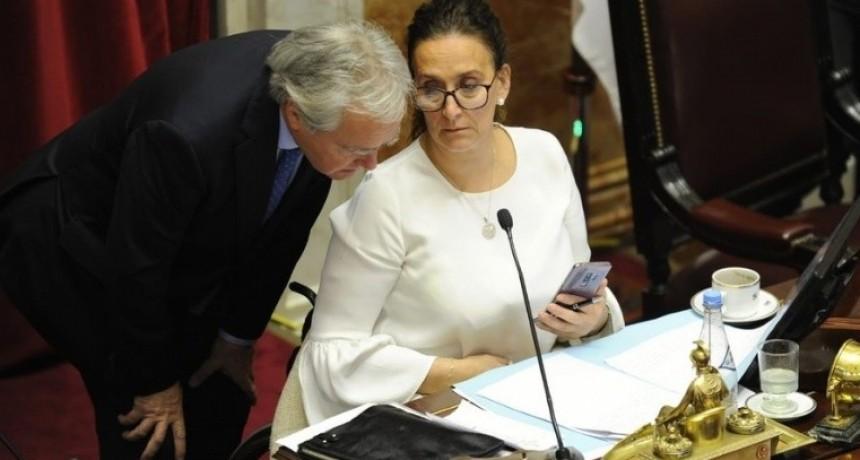 Michetti dejó dos veces el micrófono abierto: insultó a Naidenoff y festejó con un