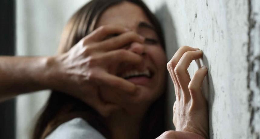 Huyo porque su padre la violaba