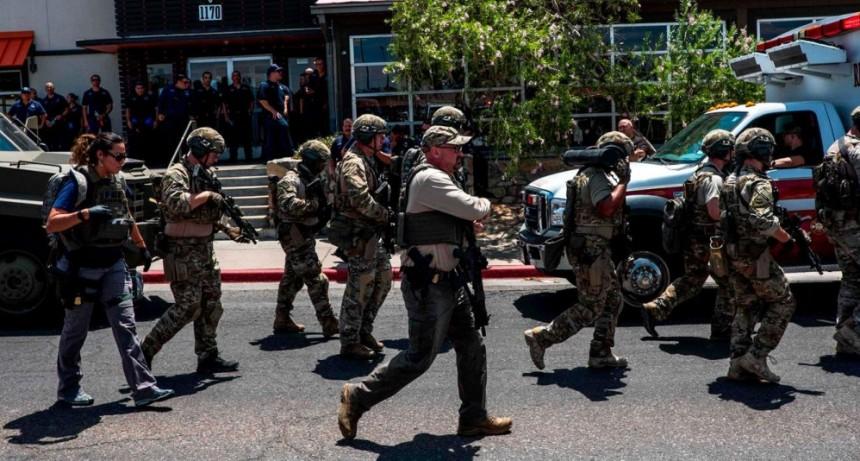 Ataque en un shopping de EEUU: entraron a los tiros y hay al menos 15 muertos