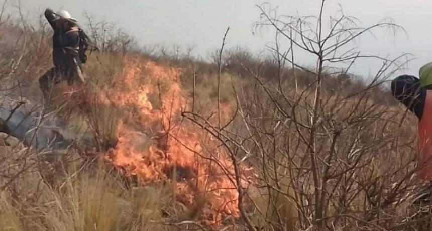 Incendio en Andalgalá: Bomberos con principio de asfixia y quemaduras