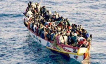 La Guardia Costera italiana rescató 362 inmigrantes en pleno mar