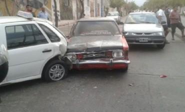 Chocaron 5 autos en avenida Gobernador Galíndez