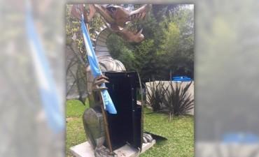 Un ex funcionario de Scioli escondía una caja fuerte en la estatua de un dragón