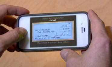El BCRA reglamentó el depósito de cheques a través del celular