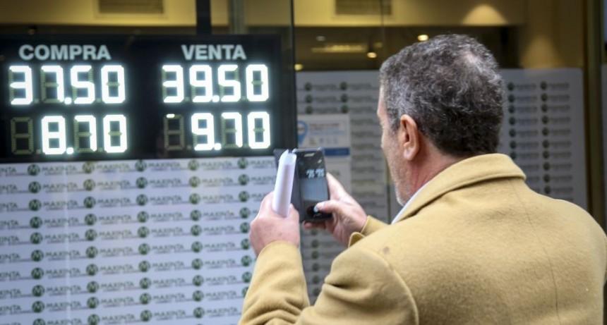 Los anuncios oficiales no calmaron al dólar
