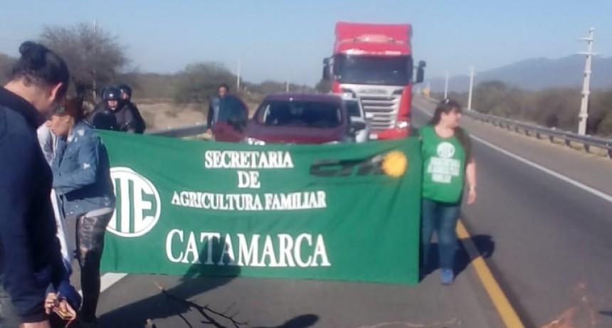 Corte en la ruta 38  por parte de Agricultura Familiar