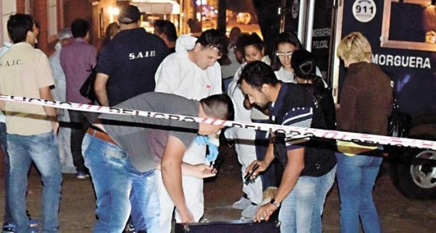 Hallaron a una joven muerta dentro de una heladera en un inquilinato