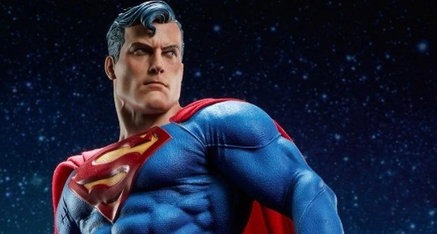 Tomar tu propio pis puede transformarte en Superman