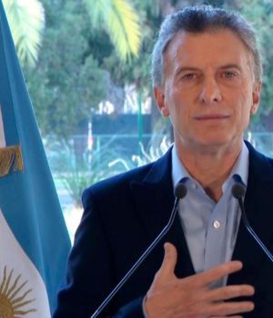 Macri lanza un paquete de medidas y achica su gabinete