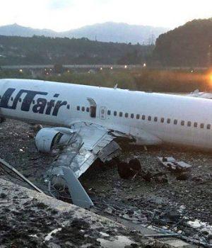 Un muerto y 18 heridos tras terrible aterrizaje de avión en Rusia