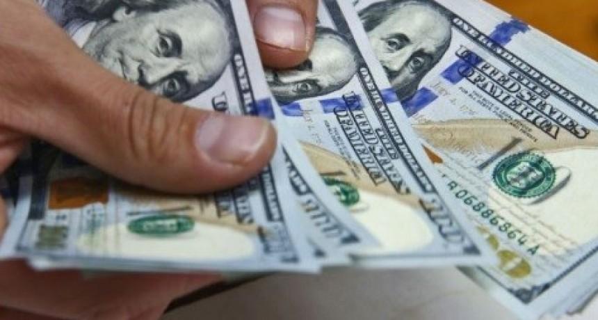 Se redujeron los depósitos en dólares y los bancos volvería a su horario normal