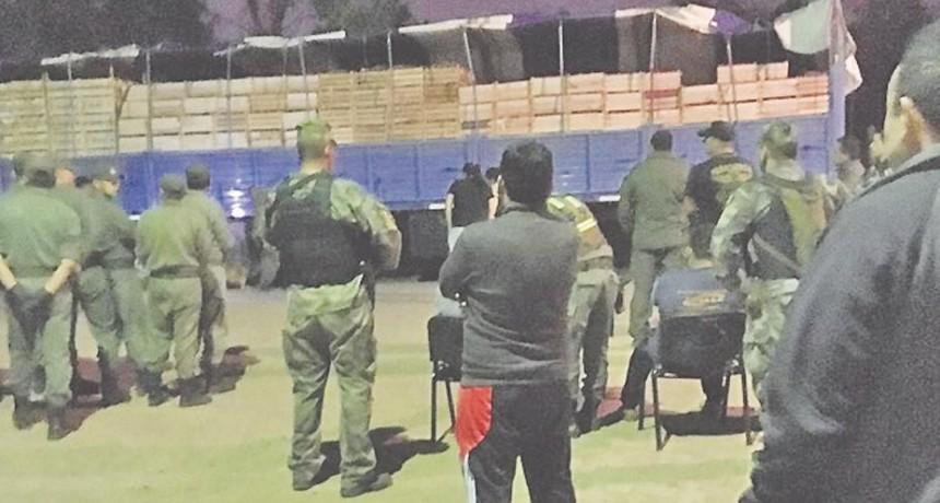 Secuestran 408 kilos de cocaína en el peaje de Fernández, camuflados entre tomates y berenjena