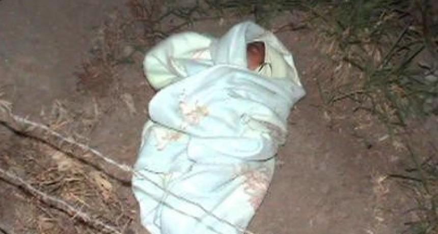 Abandonan un  bebé recién nacido en un descampado