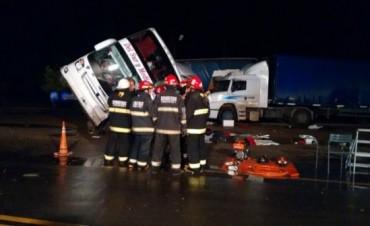 Accidente Fatal en córdoba un muerto y 20 heridos por el choque contra un camión