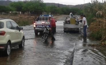 Cayó en el badén del río del Valle, derrapo con su moto mujer embarazada