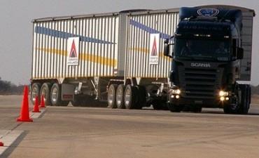 El gobierno aprobó la normativa para fabricar y permitir la circulación de camiones bitrenes