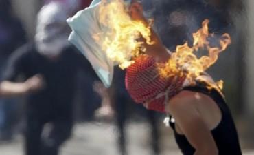 Manifestante palestino se salvó tras prenderse fuego accidentalmente