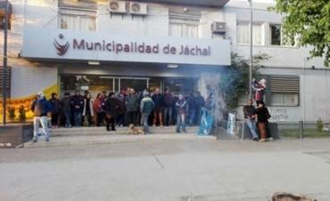 Jáchal: asambleístas mantienen la toma del municipio por el cierre de Veladero