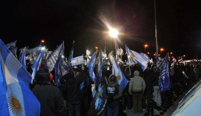 Malvinas: Banderazo anti-misiles en Ushuaia