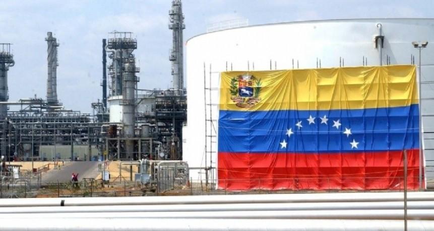 Venezuela, sin petróleo y en caída libre