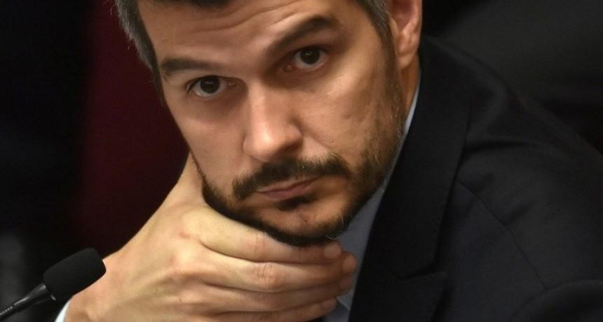 Mientras interpelaban a Marcos Peña, una legisladora K Le ponía orejitas de conejo con su celular