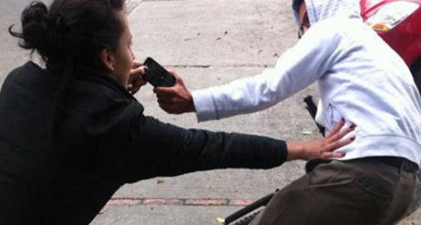 Continúan los arrebatos y robos con armas a peatones en la ciudad