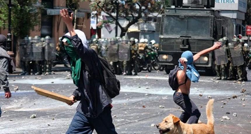 Encapuchados atacan con palos y bombas molotov la 'Marcha por Jesús' en Chile