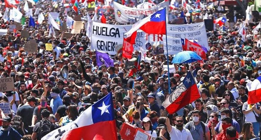 Chile: con una marcha multitudinaria, piden la renuncia de Piñero