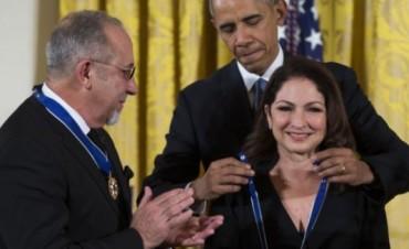 Medalla Presidencial a Gloria y Emilio Estefan
