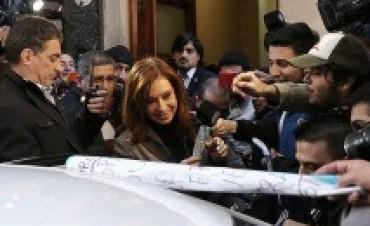 El juez Bonadio emplazó a Cristina Kirchner para que se presente el martes en la Capital