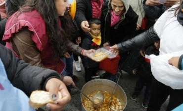 Una familia necesita $15.677 para no ser pobre
