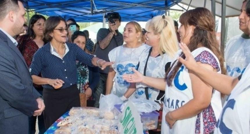 La Gobernadora Lucía Corpacci visitó el Mercado Social