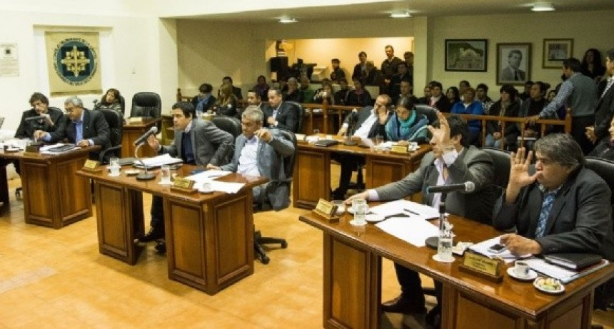 Proyecto:Proponen que los concejales cobren 9 mil y no 17 mil seria el sueldo de un Docente