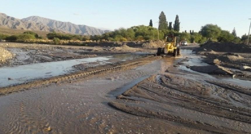 Despejan caminos en Santa María tras la intensa lluvia