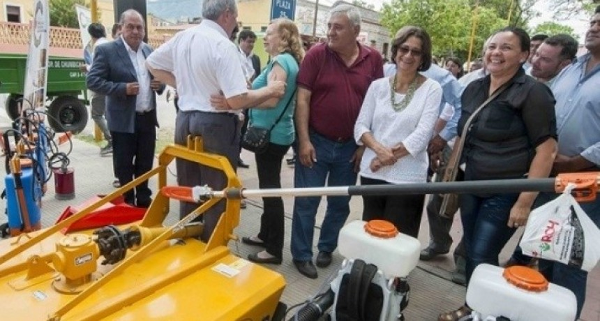 Corpacci entregó maquinaria agrícola a productores de Capayán