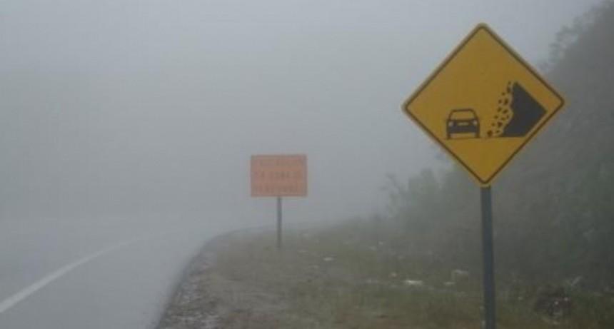 Por lluvias y neblinas, recomiendan transitar con precaución en cuestas de El Totoral y La Cébila