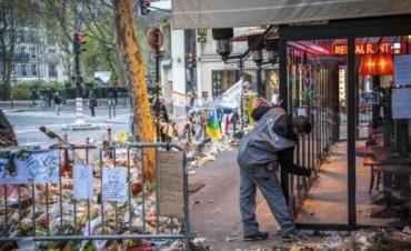 Los cafés de París vuelven a ponerse de pie tras los atentados