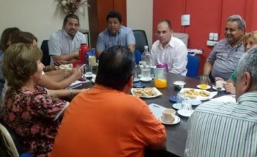 Ariza se reunió nuevamente con los gremios