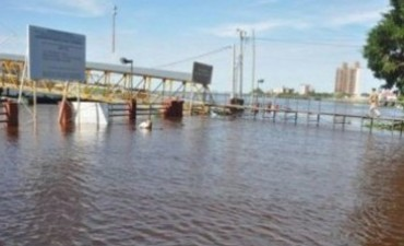 El río Paraguay sigue creciendo y la lluvia complica la situación de los afectados en Formosa