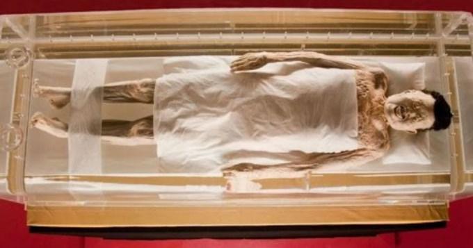 Hallan momia de 2.000 años en perfecto estado
