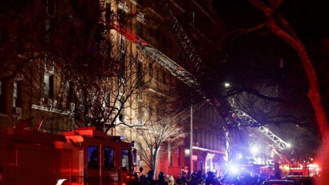 12 muertos en el peor incendio de Nueva York en décadas