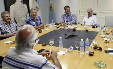Moyano y Barrionuevo reaparecieron para sostener la conducción de la CGT